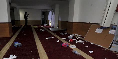 ajaccio des manifestants saccagent une salle de pri 232 re musulmane