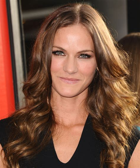 kelly overton long wavy hairstyle