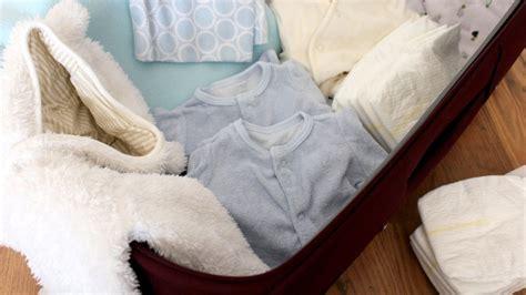 accouchement par le si鑒e valise de maternité les indispensables si vous attendez des jumeaux magicmaman com