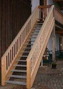 Balkongeländer Selber Bauen : balkon und balkongelaender aus holz ~ Lizthompson.info Haus und Dekorationen