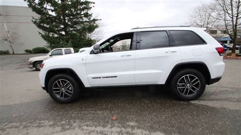 white jeep cherokee 2017 2017 jeep grand cherokee trailhawk bright white
