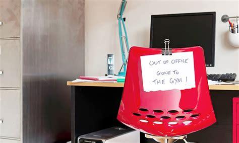 faire du sport au bureau sport au bureau 10 exercices faire au bureau pour rester