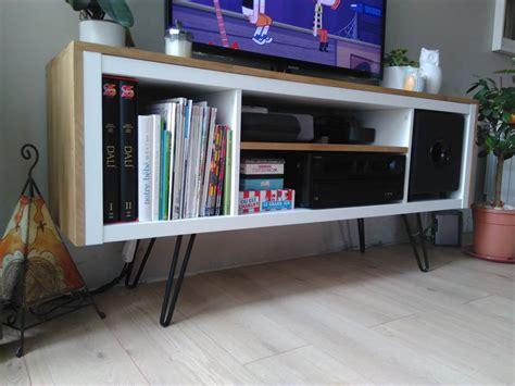 bureau customisé un meuble télé sur pied customisé et accueille un caisson