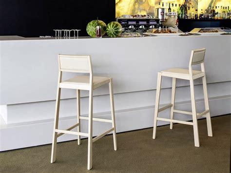Sgabelli Legno Ikea by Sgabello In Legno Per Bar E Cucine Moderne Idfdesign