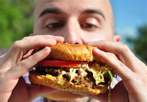 what to eat with hamburger 10 everyday things you ve been doing wrong this whole time