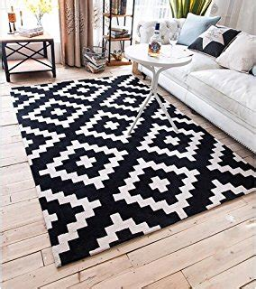tapis noir  blanc losange idees de decoration
