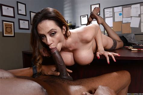 Brunette Milf Ariella Ferrera Giving Oral Sex To Big Black