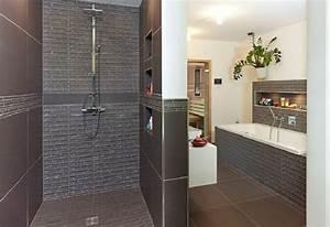 Badezimmer Fliesen Mosaik : badezimmer ideen haus trier streif haus bad design fliesen grau mosaik fliesen dusche ~ Eleganceandgraceweddings.com Haus und Dekorationen