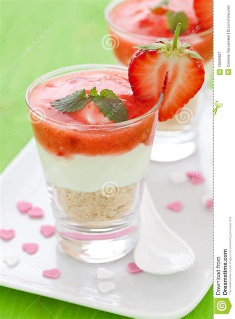 dessert avec fruit de la dessert avec la fraise image stock image du nutrition 19690607