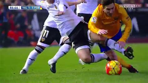 Lionel Messi vs Valencia (Away) 15-16 HD 720p - English ...