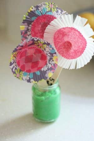 fare fiori con la carta tutorial come fare fiori di carta con i pirottini