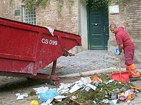 ama roma uffici ama servizi ecco gli sprechi e i creditori ora si
