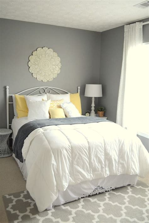 Gray Yellow Bedroom by 1000 Ideas About Gray Yellow Bedrooms On