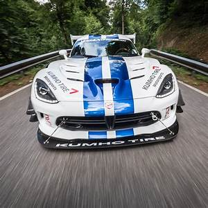 Dodge Viper Gts : 2017 dodge viper gts r does 7 03 4 nurburgring lap with one hand on the wheel autoevolution ~ Medecine-chirurgie-esthetiques.com Avis de Voitures