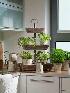 Küchenfenster Mit Feststehendem Unterteil : besonders reizvolle fensterbank deko ~ Michelbontemps.com Haus und Dekorationen
