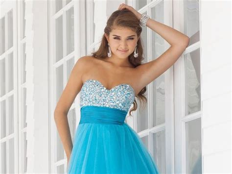 color prom dress what color should your prom dress be playbuzz