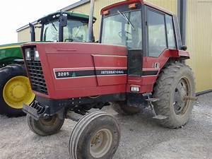 1984 International Harvester 3288 Tractors