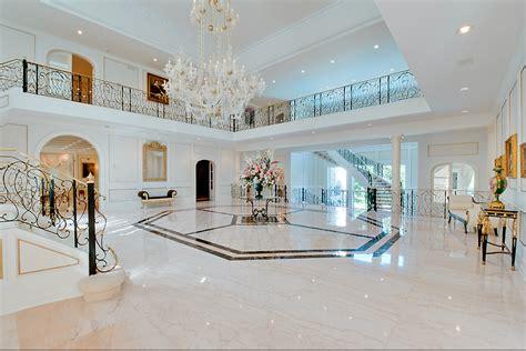 stately  square foot mansion  torontos bridle