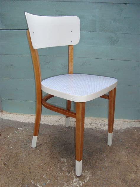 relooker chaise en bois 17 meilleures idées à propos de relooking de chaise sur