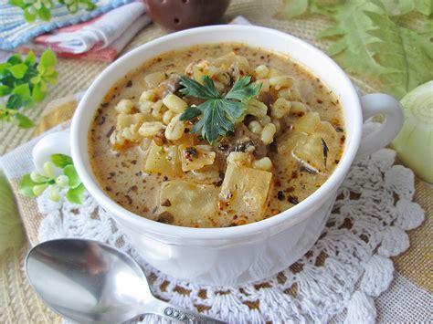 Zupa selerowa z pęczakiem i serkiem topionym ...