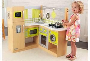 Cuisine Enfant En Bois : cuisine d 39 angle en bois jouet cuisine kidkraft bois naturel et jaune ~ Teatrodelosmanantiales.com Idées de Décoration