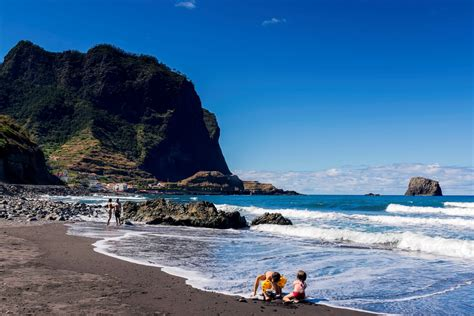 Contratar um guia brasileiro é mais vantajoso pela facilidade com a língua e a afinidade em relação à cultura faz com que o roteiro de viagem cumpra. O que fazer na Ilha da Madeira em 20 dicas incríveis ...