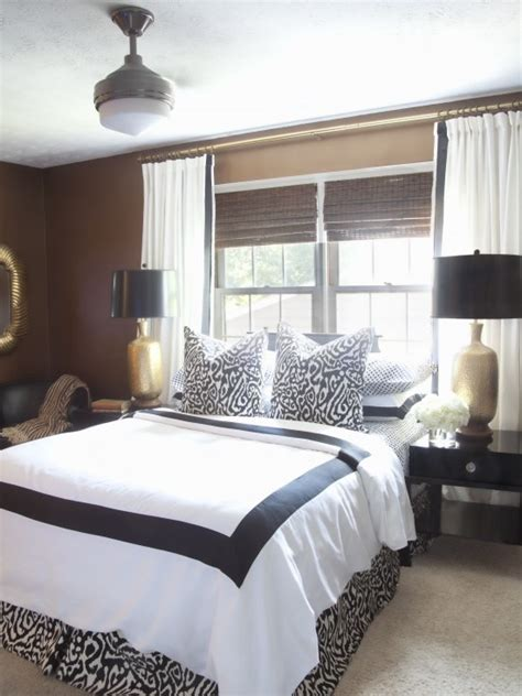 absolutely you can center your bed on a window