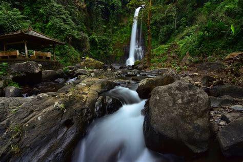 keindahan alami air terjun gitgit  bali getaway indonesia