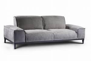 Couch Mit Klappbaren Armlehnen : zweisitzer sofa mit gro en und quadratischen armlehnen idfdesign ~ Bigdaddyawards.com Haus und Dekorationen