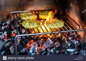 Vegetarisches Zum Grillen : grillen grill k se ber gl hende kohlen feuer und flamme ~ A.2002-acura-tl-radio.info Haus und Dekorationen