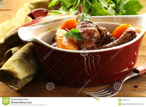 cuisine traditionnelle fran軋ise cuisine fran 231 aise traditionnelle poulet en vin photos