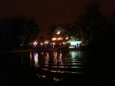 les reflets du chalet sur le lac la nuit foto le chalet des iles parijs tripadvisor
