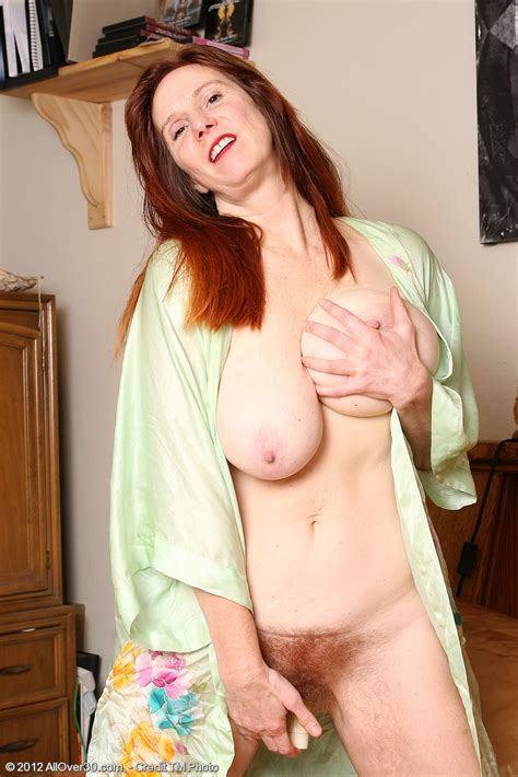 Redhead Milf Breeze Pleasure Her Hairy Muff Milf Fox