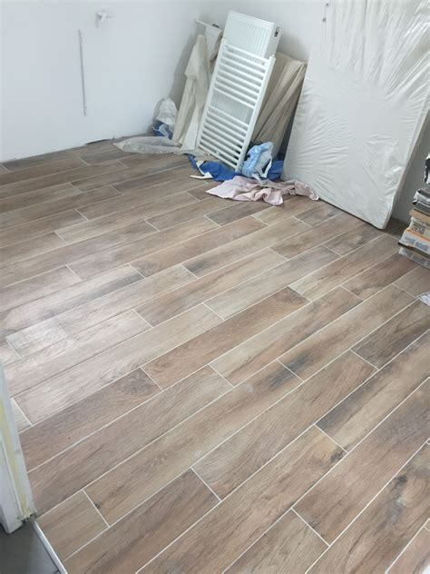 carrelage chambre imitation parquet photo carrelage imitation parquet chambre parentale