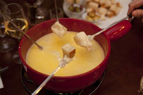 VALENTINE'S DAY ETIQUETTE: FONDUE AND FON-DON'T TIPS FROM ...