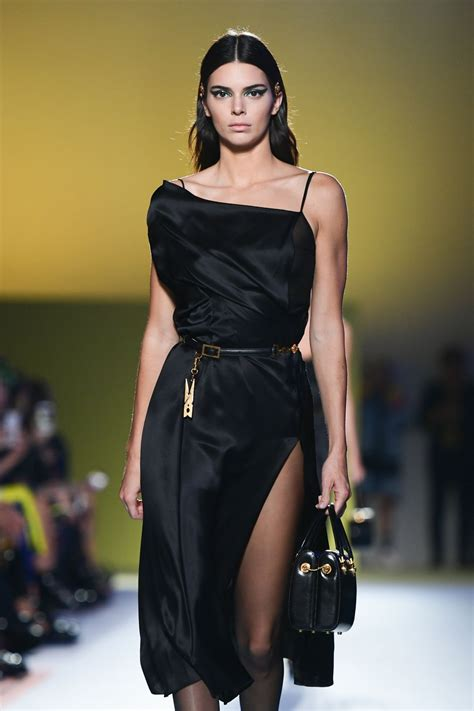 Kendall Jenner - Versace Runway at MFW in Milan 09/21/2018 ...