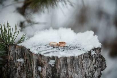 Winter Weather Snow Rings Stump Heiraten Winterhochzeit