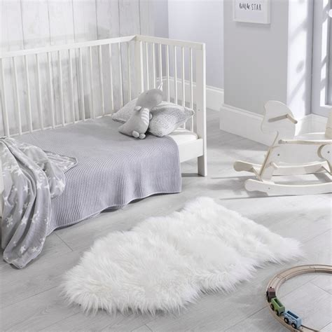 Imitation Rugs by Faux Fur Rugs In White Buy From The Rug Seller Uk
