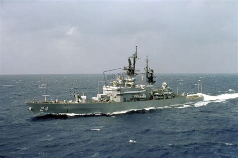 navy usn guided missile cruiser uss reeves cg  dd