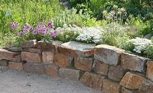 Gartengestaltung Mit Natursteinen : gartengestaltung mit trockenmauern ~ Markanthonyermac.com Haus und Dekorationen