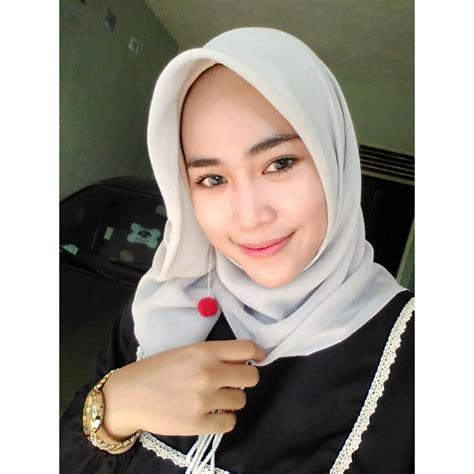model hijabers nevi anggraeni  serang banten