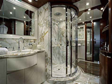 small luxury bathroom design