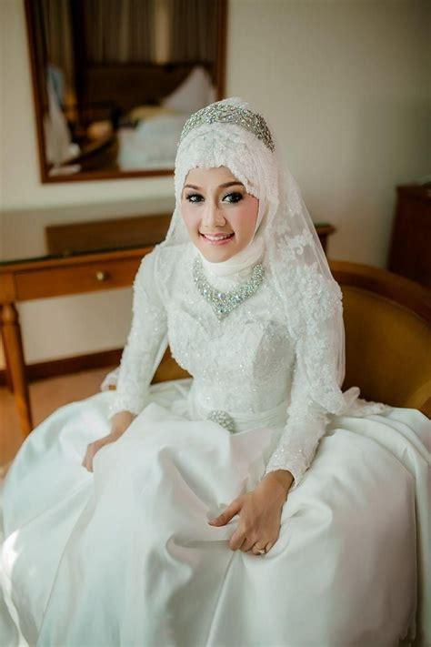 inspirasi pengantin hijab memakai mahkota cantik  cocok buat akadmu nanti majalah