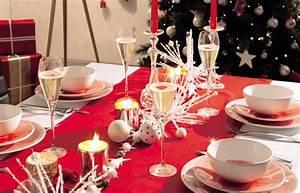 Faire Une Belle Table Pour Recevoir : chemin de table un chemin de table pour d corer une table de no l ~ Melissatoandfro.com Idées de Décoration
