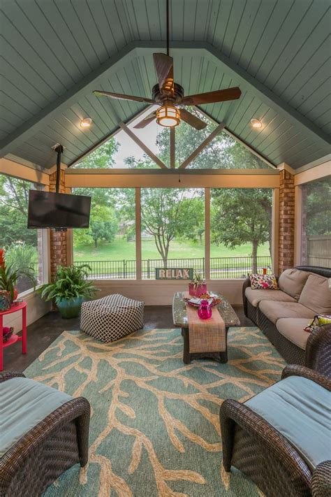 Enclosed Sunroom Ideas by Best 25 Enclosed Porches Ideas On Small