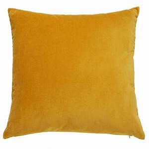 Maison Du Monde Coussin : coussin en velours jaune moutarde 45x45cm savora maisons du monde ~ Teatrodelosmanantiales.com Idées de Décoration