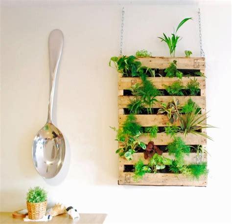 table de cuisine design mur végétal intérieur en 80 idées pour la maison écologique