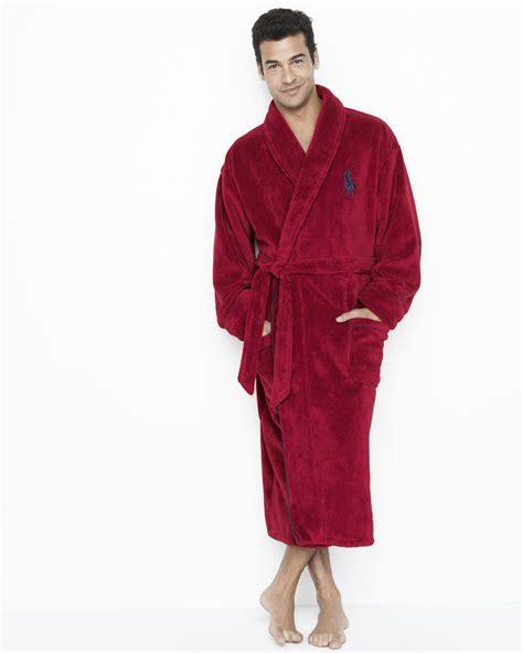 8200c720fc guy in bathrobe - Ecosia