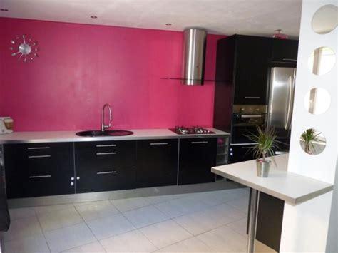 mur cuisine framboise cuisine cuisine gris framboise 1000 idées sur la