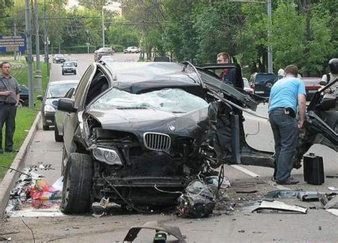 Car Accident Bmw X5 Tear To Pieces (photos)  It's Your
